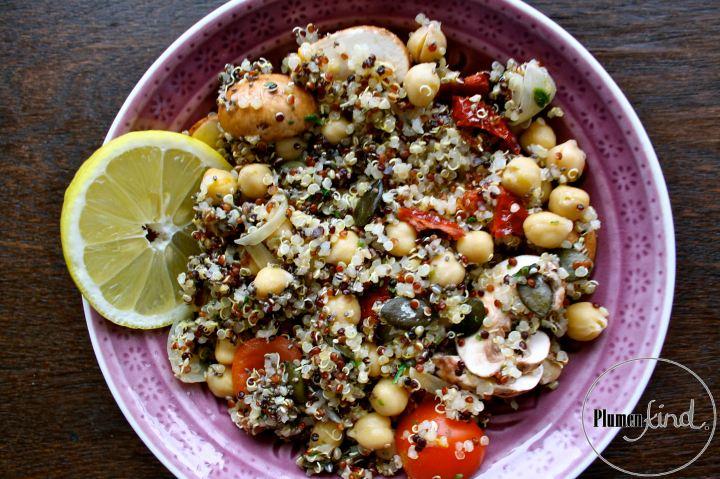 {Pocahontas} Power-Quinoa-Bowl mit Chiasamen undKichererbsen